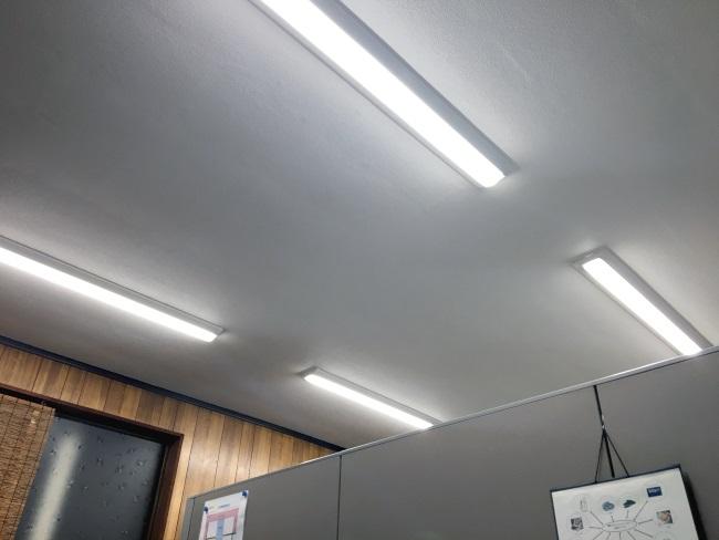 LED照明で営業所が明るくなりました